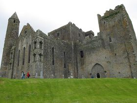 280px-Rock_of_Cashel-castle.jpg